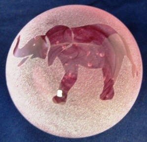 Frosted paperweight elephant pink