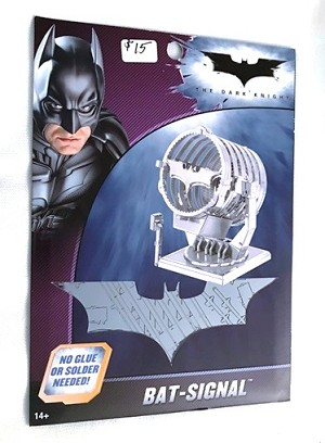 Metal Earth Batman - Bat Signal Model